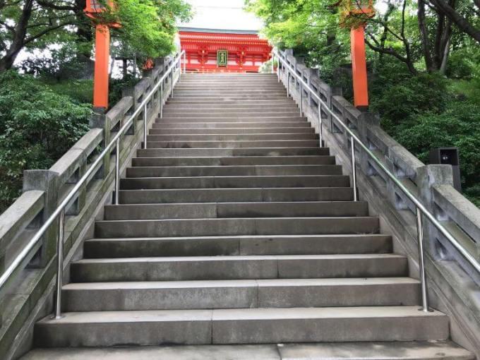 穴八幡宮階段