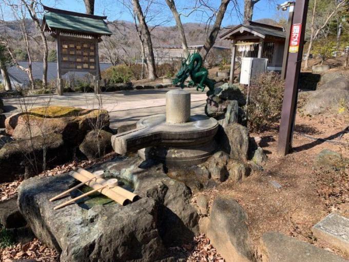 薬神神社手水石