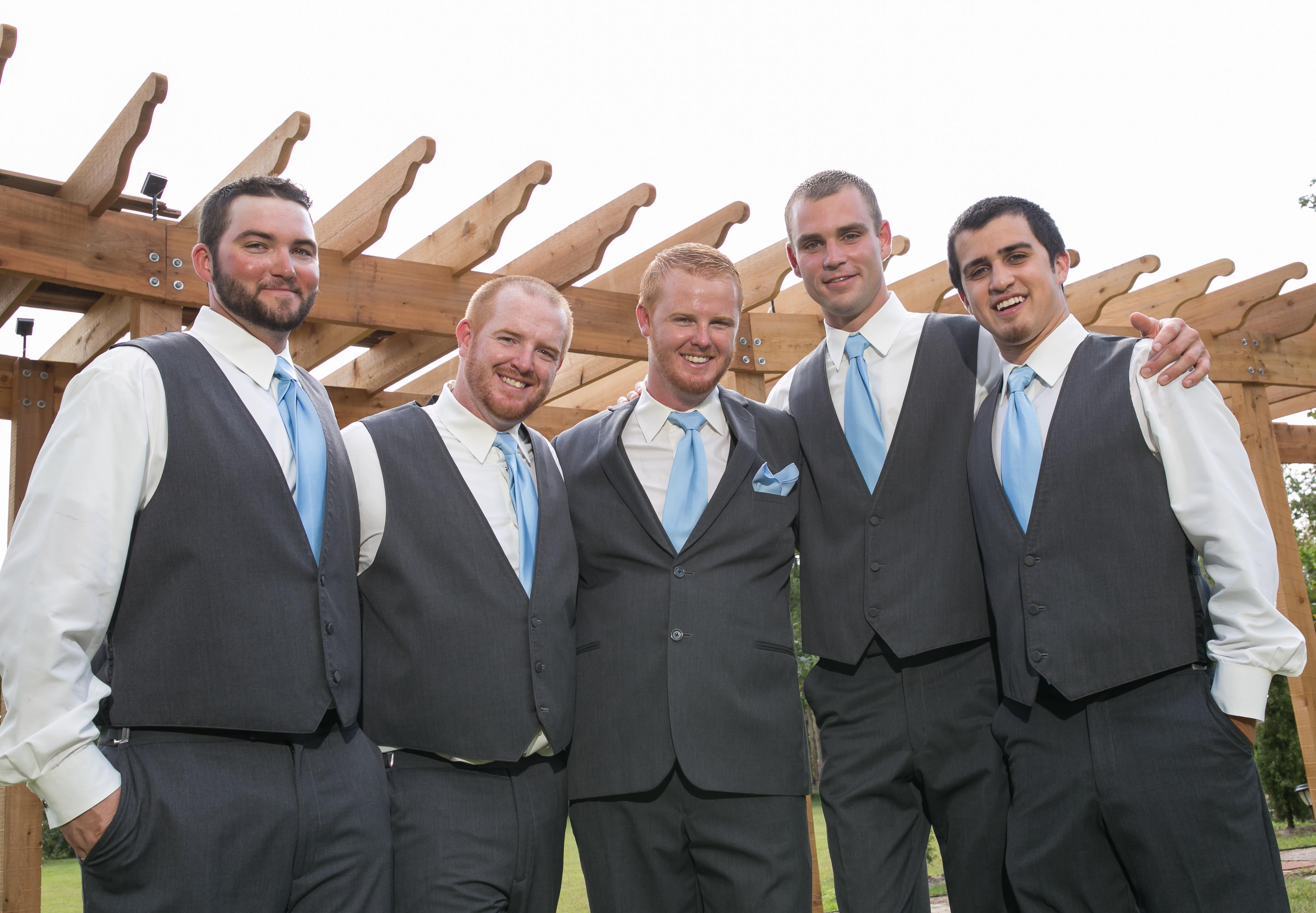 grooms men_hisandhersfoto