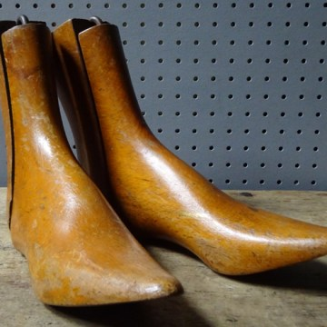 Antique wooden ankle boot lasts | H is for Home