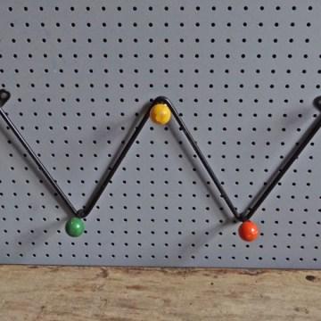 Atomic coat hooks