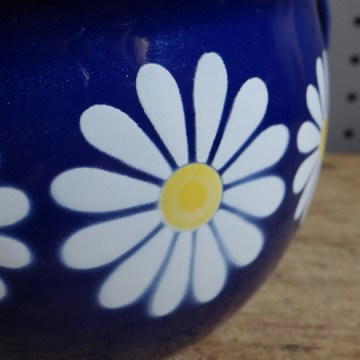 Daisy enamel bed pan