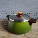 Green saucepan