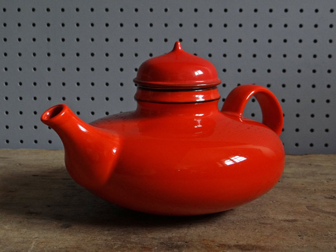 Pop teapot - H is for Home