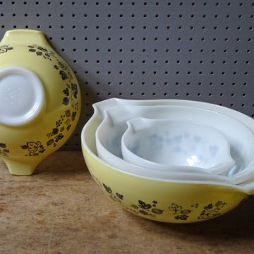 Yellow and white Pyrex 'Gooseberry' Cinderella mixing bowl set | H is for Home