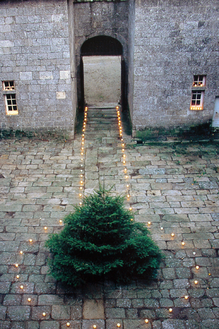 """page showing candlelit courtyard from """"The Way We Live In the Country"""" by Stafford Cliff & Gilles de Chabaneix"""