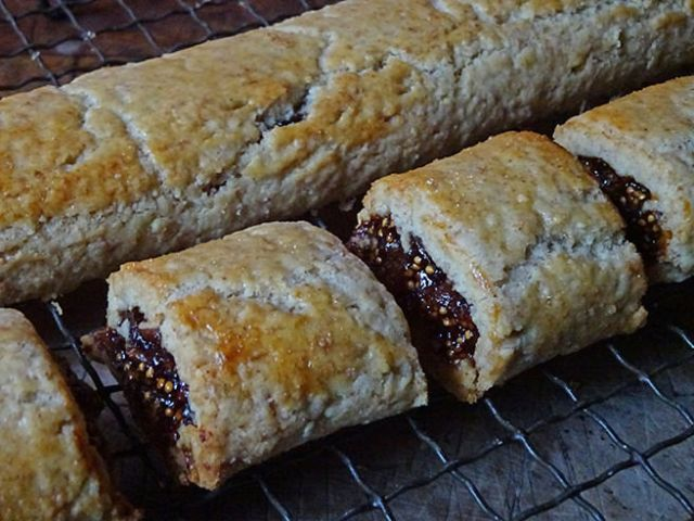 Cooked fig rolls