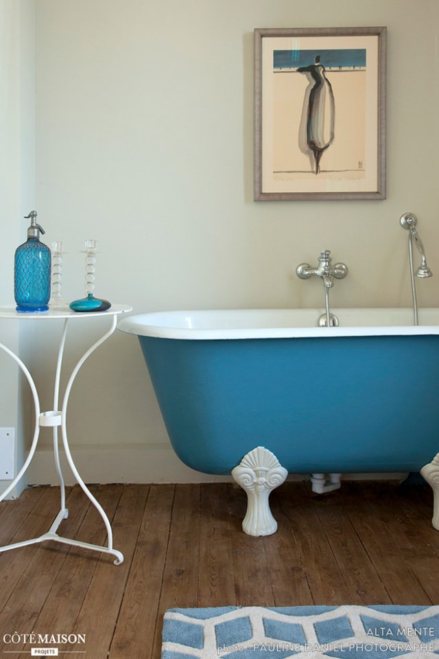 Blue-painted roll top bath