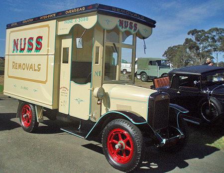 Vintage Nuss Removals van