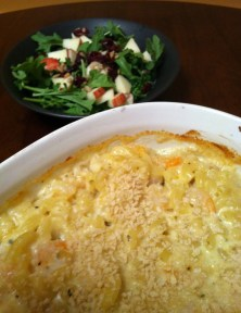 shrimp macaroni and cheese with an autumn salad