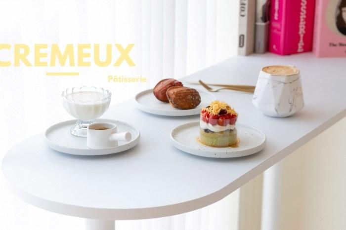 新竹美食|葵沐 Cremeux 法式手工甜點 在糕點櫃裡,屬於藍帶甜點師的藝術品。