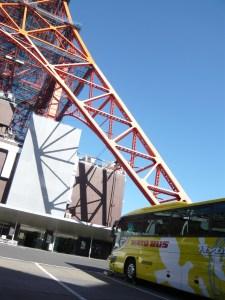東京タワーとはとバス