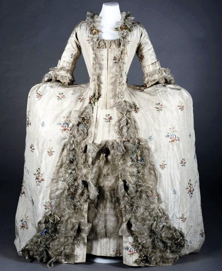 The magnificent georgian wedding dress york castle museum for Donate wedding dress military