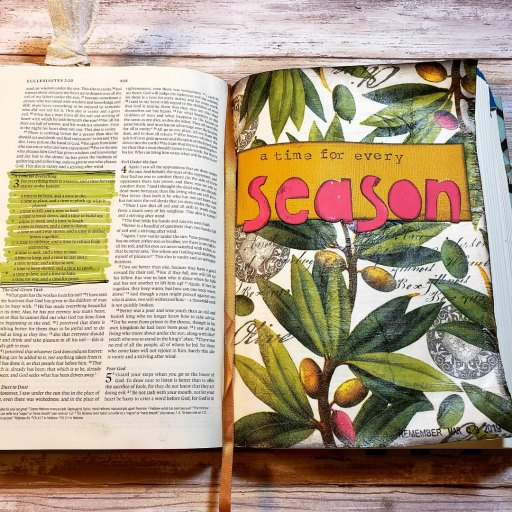 Let us introduce you to Bible journaling. Don't write it off until you read this post. #hispalette #biblejournaling #illustratedfaith #biblejournalingforbeginners #intoductiontobiblejournaling #howto #howtobiblejournal