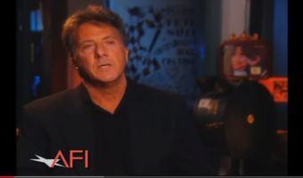 Dustin Hoffman llora al darse cuenta de las presiones de ser mujer