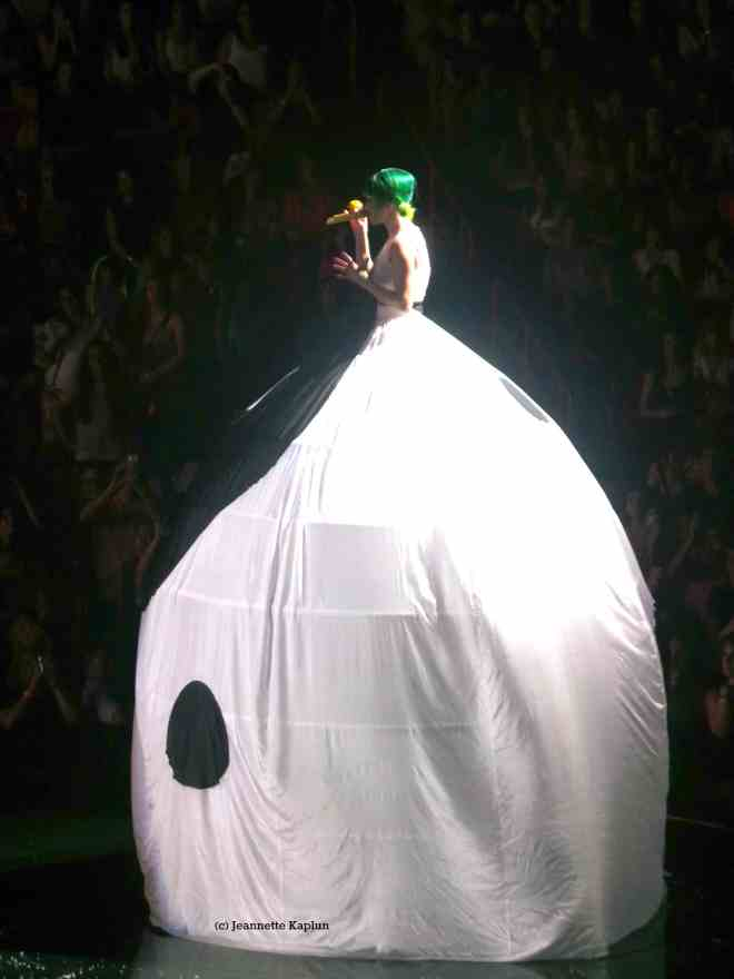 Katy Perry ying yang dress