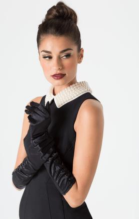 Model with Audrey Hepburn costume