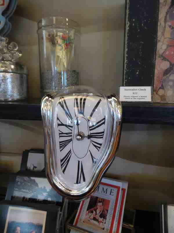 Reloj de Dali en tienda del museo de Walt Disney