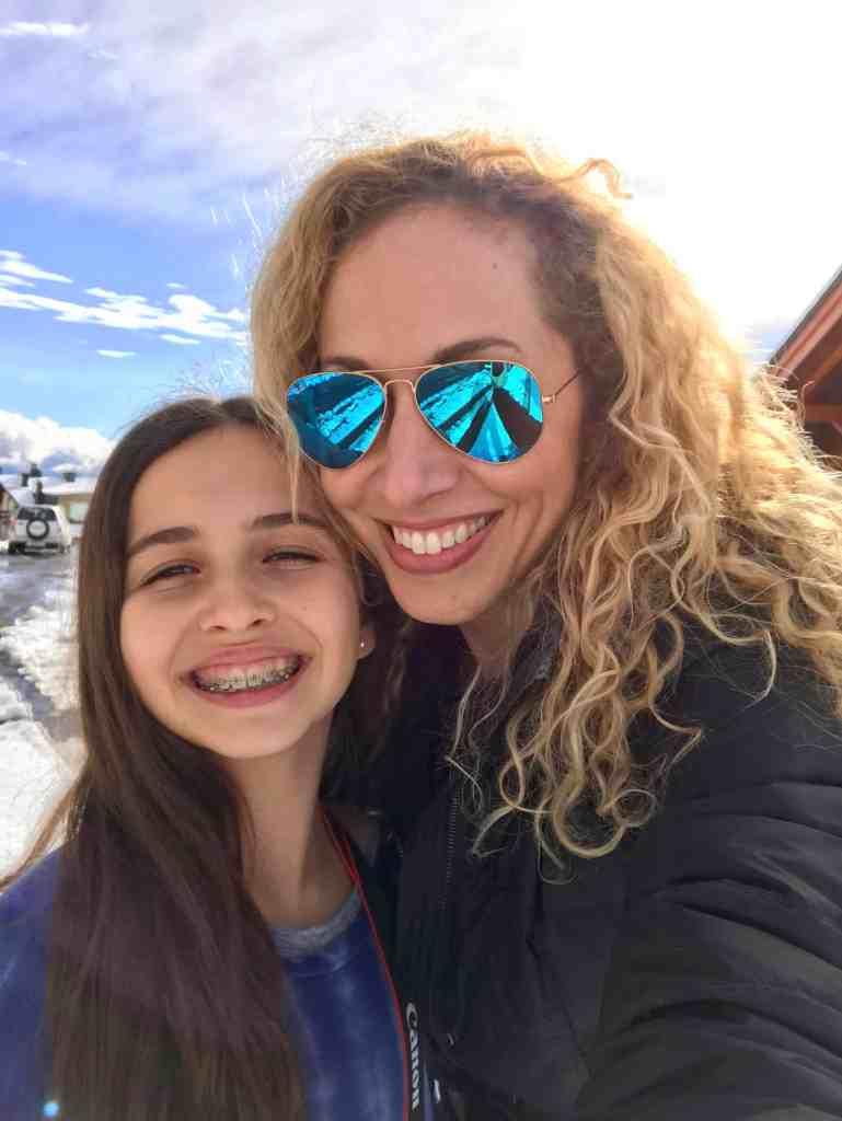 Ama tu pelo, sea rizado o lacio, para así animar a tu hija a aceptarse tal cual es