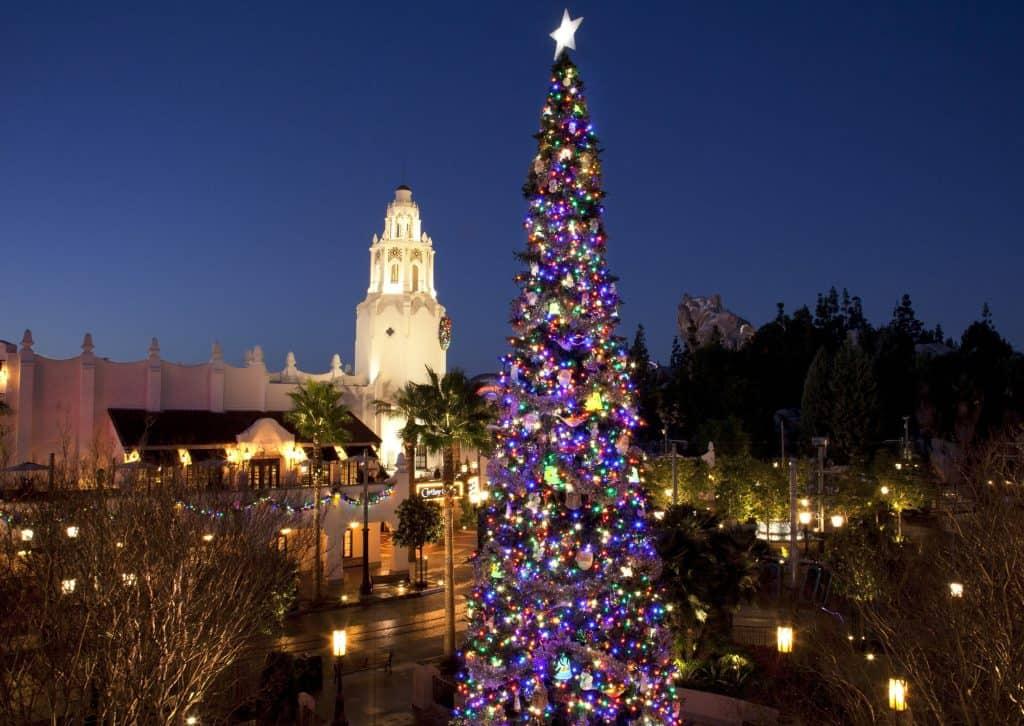 Celebra las fiestas y la navidad en Disneyland