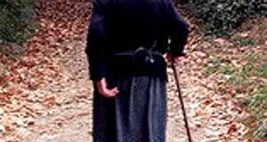 Carta abierta a mi estimada abuela gregoria, la de la  casa de la puerta crema y las ventanas cerradas en una calle de árboles blancos