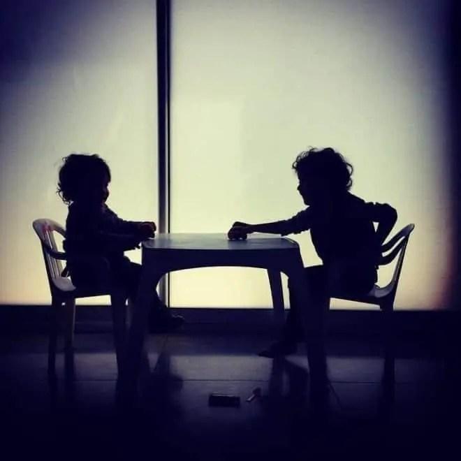Niños de crianza como enemigos
