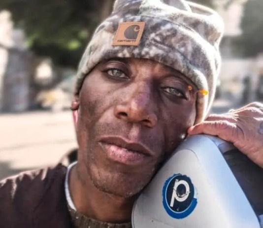 Caridad de fin de año: actores de pacotilla y saltimbanquis dan comida a homeless