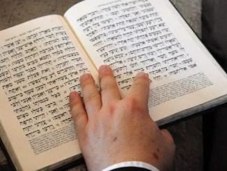 Con la biblia a cuestas