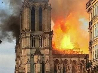 Arde nôtre dame y las altas torres de occidente