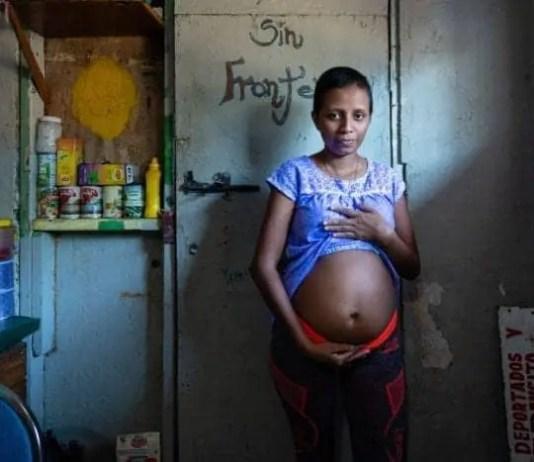 Postal desde tijuana: madres migrantes esperan el parto y la corte