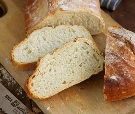 Mi amigo parte el pan un viernes de invierno