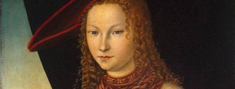 Portrait d'une femme aux cheveux roux et bouclés portrant une robe typique de la Renaissance