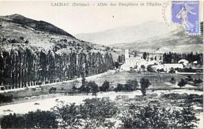 L'allée des peupliers (plantée en 1850) et la nouvelle église (inaugurée en 1863)