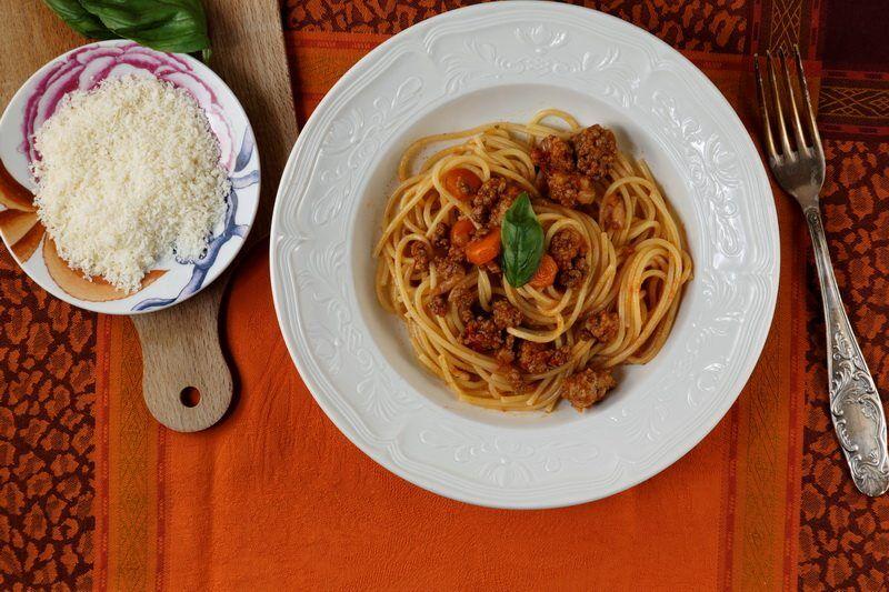 recette des spaghettis la bolognaise. Black Bedroom Furniture Sets. Home Design Ideas