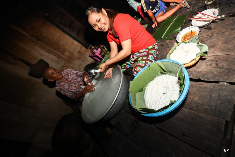 nouilles de riz dans le panier