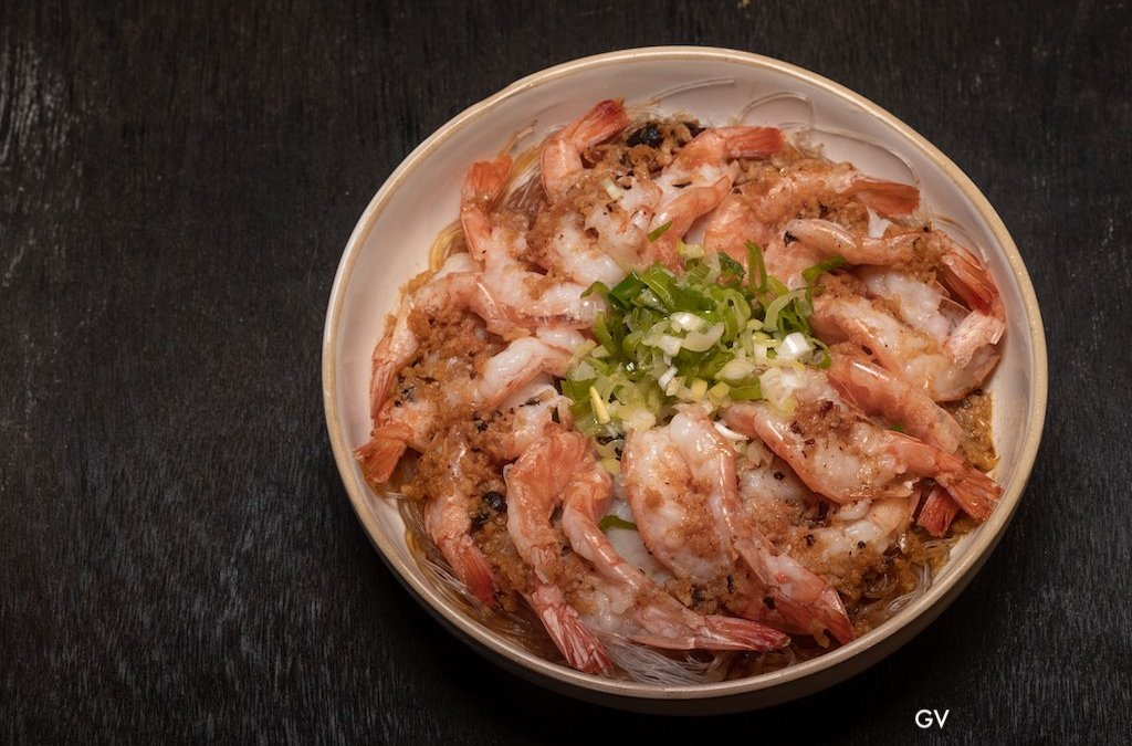 Crevettes à l'ail sur lit de vermicelles