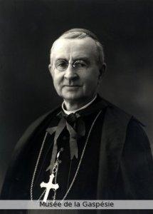 Mgr François Xavier Ross, 1923. Source : Musée de la Gaspésie, Fonds Augustines de la Miséricorde de Jésus du monastère de Gaspé.