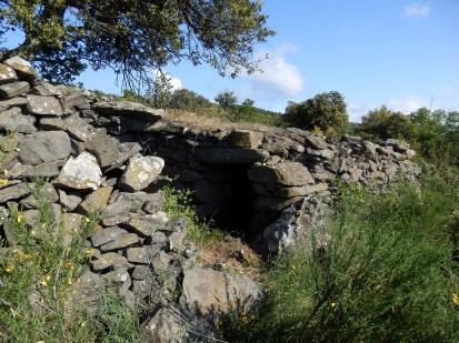 Détail de la photo précédente. GR 36, sentier panoramique des cabanes, sentier d'Emilie - Le chemin du Fajas.