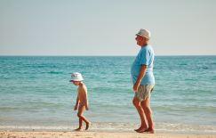enfants chez les grands parents en vacances