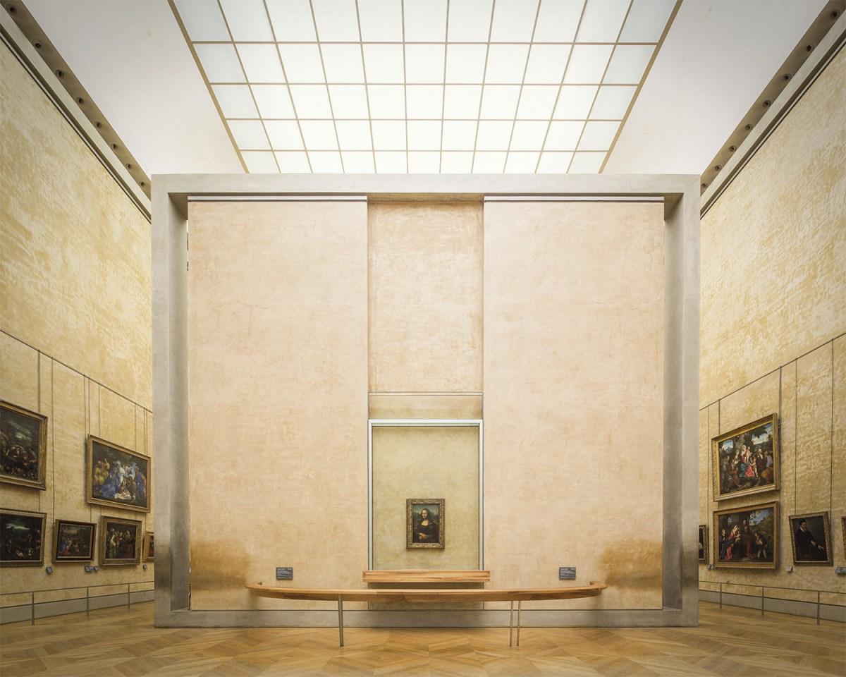 """""""La Gioconda"""", expuesta en la sala de los Estados en el Museo del Lovre, en París."""