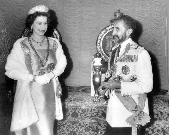 Isabel II con Haile Selassie en una visita oficial a Etiopía en 1963.