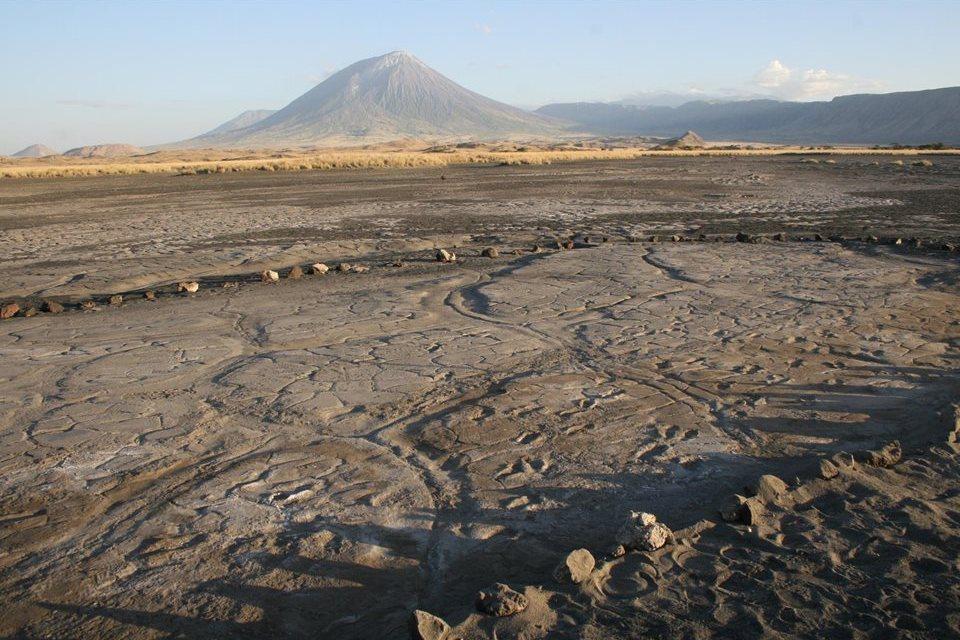 Descubren más de 400 pisadas de 'Homo sapiens' junto a un volcán de Tanzania