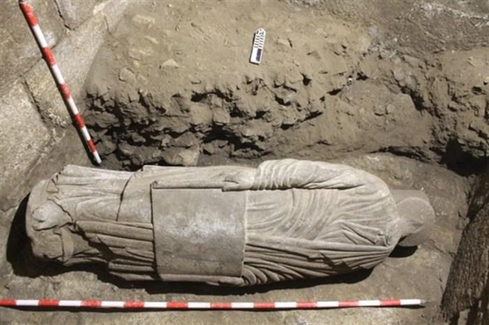 Escultura do Pórtico da Gloria atopada nunha escavación da torre sur da Catedral de Santiago / Catedral