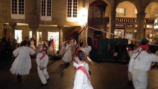 Un baile típico do Nadal / Rafael Quintía