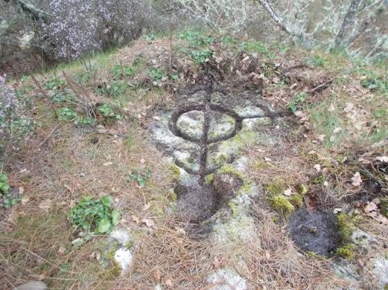 """""""Compás"""" con tres frechas atopado na Pena do Rei, en Lugo / Xabier Moure"""