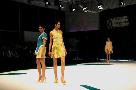 Deseños de Ana Cabranes na Mostra de 2o19 / foto Concello de Camariñas