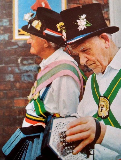folklore ingles concertina instrumento