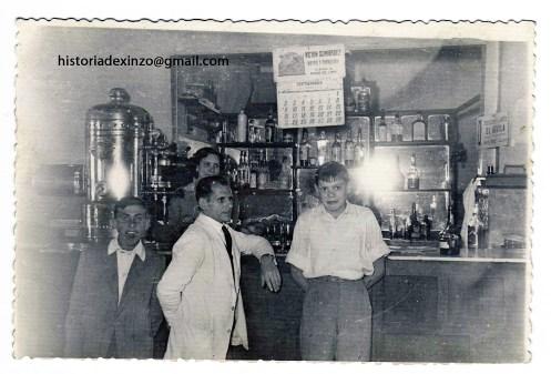 cafe-ideal-en-1957-tono-chivitopepe-o-camarero-milin-e-a-sua-nai-lorenza-en-1957
