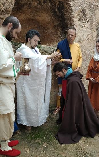 Bautismo secreto paleocristiano del s. III d.C. en una catacumba. Grupo de recreación histórica Mos Religiosvs, que también hace sacrificios romanos