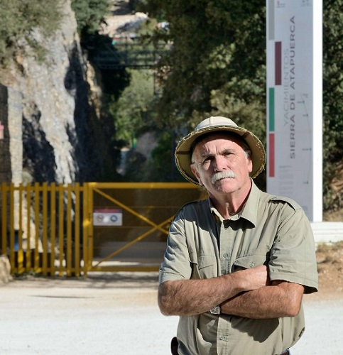 """Eudald Carbonell, autor de """"Homínidos"""", en la Sierra de Atapuerca"""